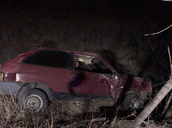 В Волгоградской области пьяный водитель ВАЗа без прав слетел в кювет