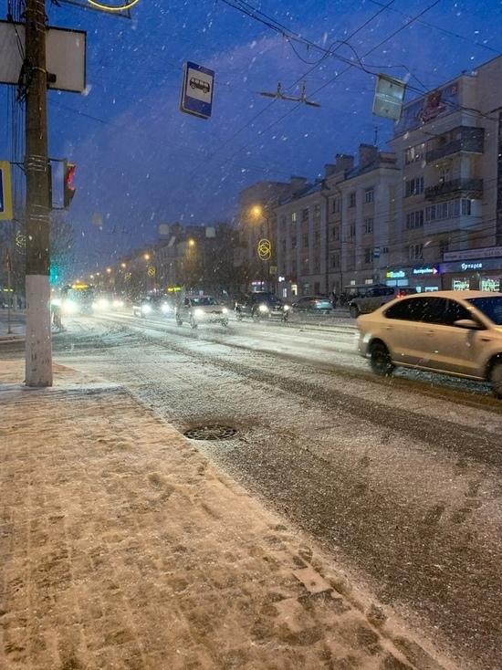 Дороги в Тверской области чистят 185 машин