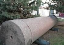 Сегодня в Костроме, на улице Горной на частной территории жилого дома на постаменте красуется 6-ти метровая колонна из финского гранита