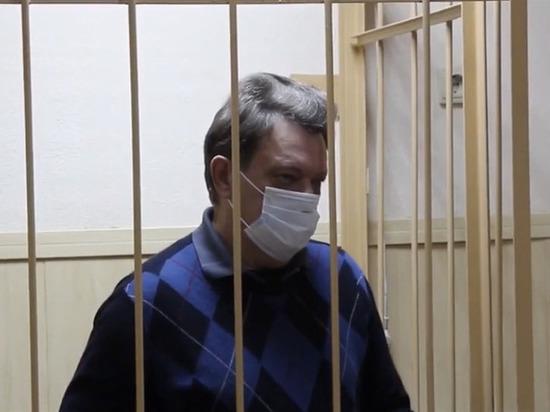 Мэр Томска Иван Кляйн сидит в камере с телевизором и холодильником