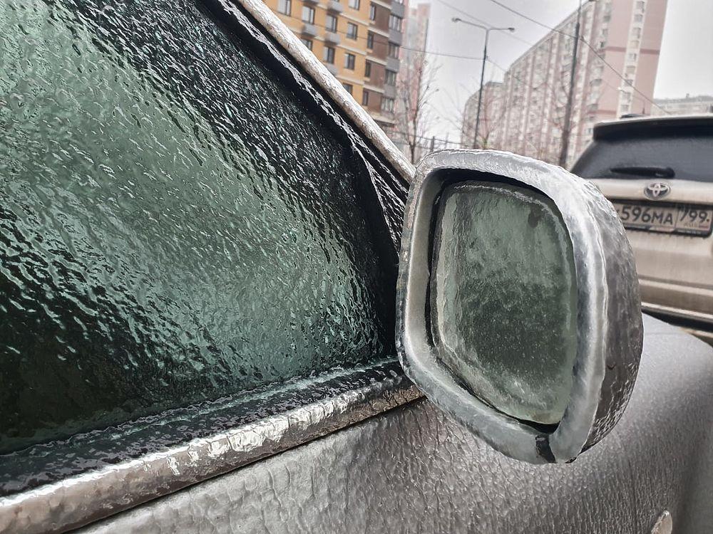 Дождь превратил Москву в ледяное царство: опасная красота