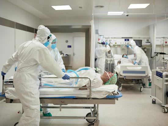 Глава петербургского Комздрава, сообщил, что если число больных продолжит расти, то коек на всех не хватит.