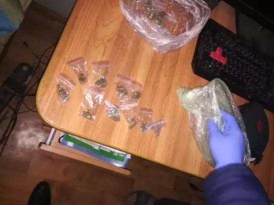 15 свертков с марихуаной нашли в квартире у безработного псковича