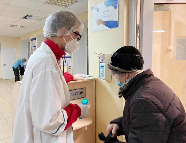 На помощь медикам из поликлиник пришли псковские волонтеры , фото-2