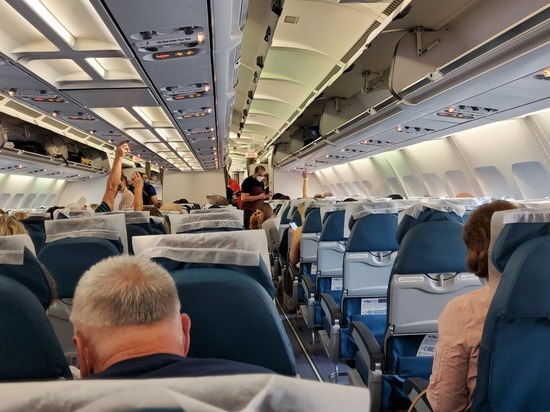 Пьяный россиянин избил жену на борту самолета Петербург-Анталия