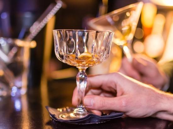 Почему люди стали больше пить в пандемию