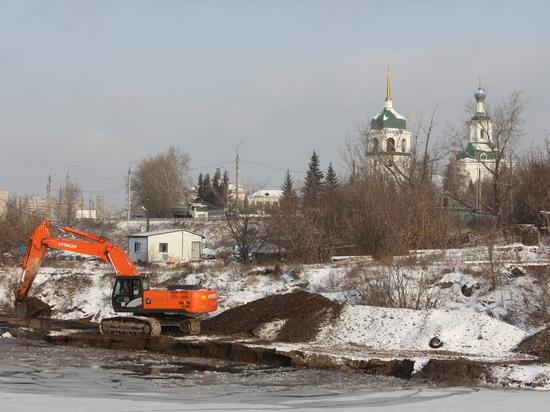 В Иркутске приступили к расчистке русла реки Ушаковки