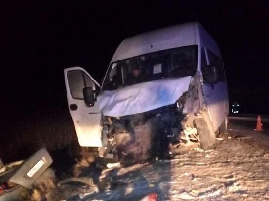 Маршрутка «Казань-Чебоксары» столкнулась с легковушкой, есть погибший и пострадавшие