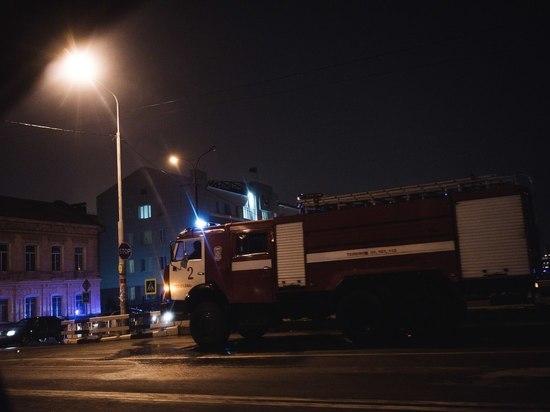 В Астрахани ночью разгорелся крупный пожар