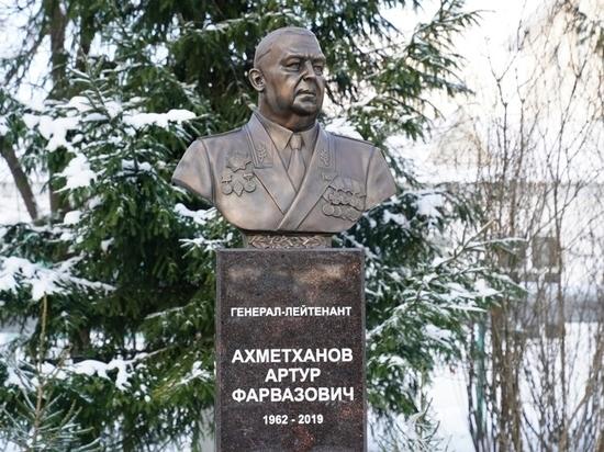 В Башкирии поставили памятник вице-премьеру Артуру Ахметханову
