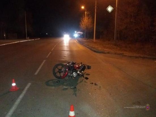 Под Волгоградом иномарка сбила двух подростков на мопеде
