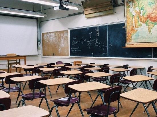 В Ясном директора школы обвинили в обрушении потолка