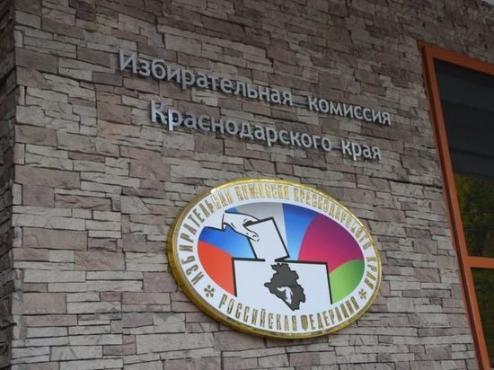 Юрий Бурлачко поздравил сотрудников избиркома с праздником