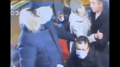 Появилось видео кончившегося убийством спора из-за маски в маршрутке