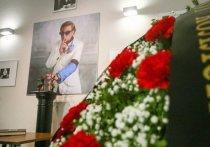 Сегодня Москва простилась с режиссером Романом Виктюком