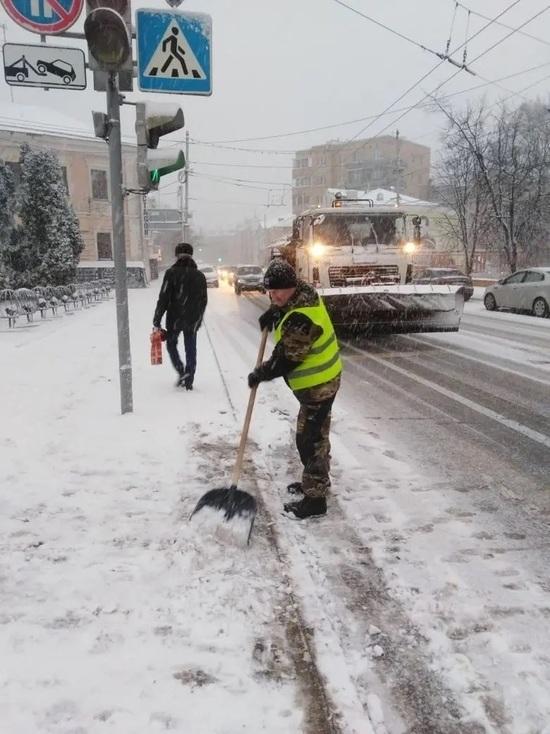 Вечером в пятницу в Калуге вновь начали убирать снег