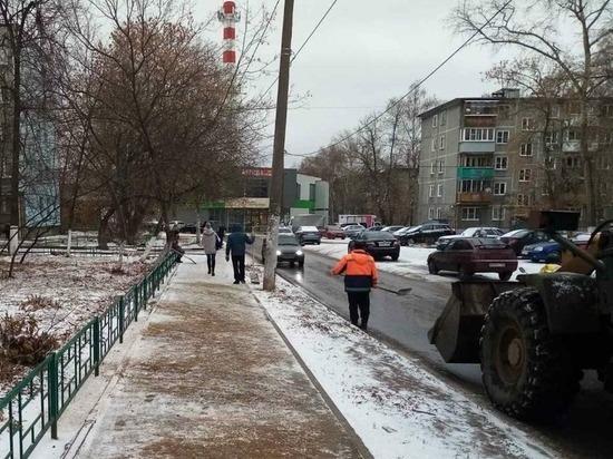 Дорожные службы областного центра продолжают борьбу с гололедом