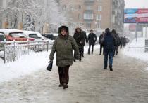 Днем в пятницу, 20 ноября, социальные сети москвичей украсили фотографии первого снегопада: самые предприимчивые дети во дворах уже вышли лепить маленьких снеговиков и рисовать сердечки на припаркованных автомобилях