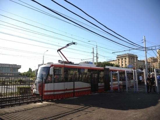 В Волгограде машина врезалась в трамвай с пассажирами