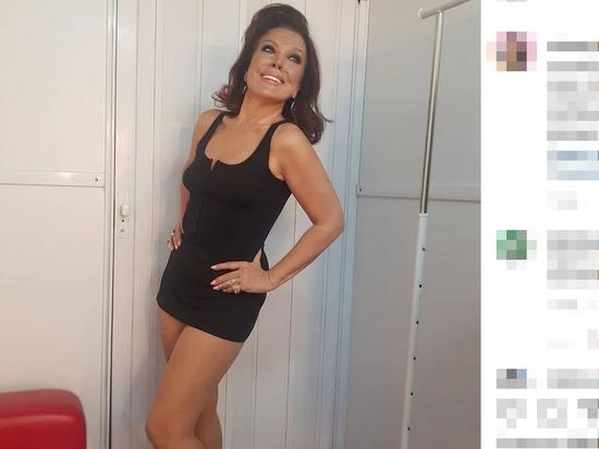 56-летняя Азиза явилась на новогодний огонек без нижнего белья
