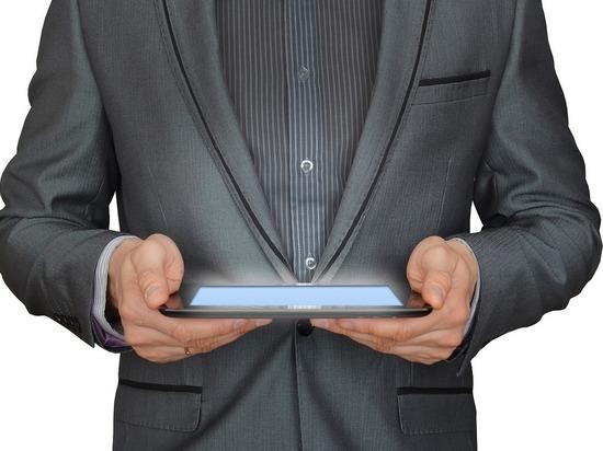 В Смоленске мужчина вынес за пазухой планшетный компьютер прямо из банка