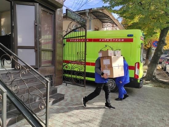 Участники акции #МыВместе передали СИЗы в крымские больницы