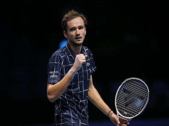 Медведев обыграл Надаля и вышел в финал Итогового турнира АТР