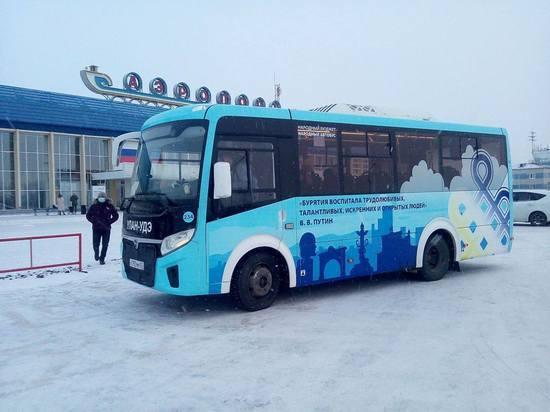 Автобусы с цитатами Путина связали в Улан-Удэ два вокзала