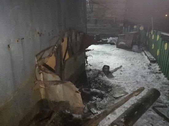 При взрыве газового баллона в гараже в Зиме ожоги получили мужчина и 5-летний ребёнок