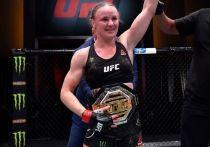На арене UFC Apex прошел турнир UFC 255, в главных поединках которого состоялись титульные бои в наилегчайшем весе, в мужском и женском дивизионах