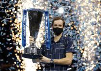 Российский теннисист Даниил Медведев со счетом 4:6,7:6,6:4 обыграл австрийца Доминика Тима в финале Итогового турнира ATP в Лондоне и выиграл самый значимый турнир в своей карьере. Медведев стал первым с 2007 года теннисистом, который смог на одном турнире обыграть сразу первую, вторую и третью ракетку мира.