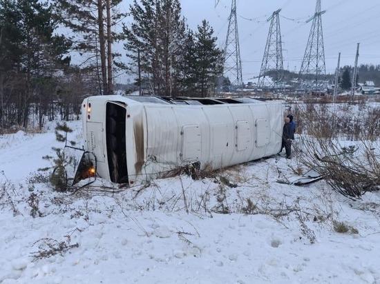 В Усть-Илимске опрокинулся автобус, пострадали 5 человек