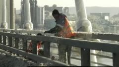Во Владивостоке ликвидируют последствия ледяного дождя: электрический апокалипсис