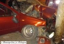 Автомобиль с пьяным водителем врезался в столб в Йошкар-Оле