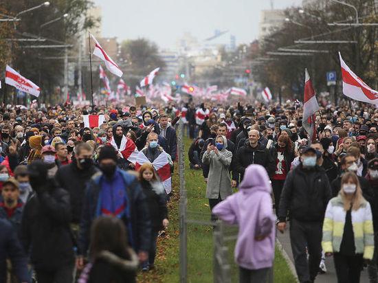 В ноябре число сторонников союза Белоруссии с Россией уменьшилось на 11% в сравнении с сентябрем, сообщает «Коммерсантъ» со ссылкой на исследование Белорусской аналитической мастерской (БАМ)