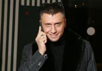 Состояние актера и телеведущего Павла Прилучного, который попал в больницу с травмой головы и разбитым лицом, оценивается как стабильное
