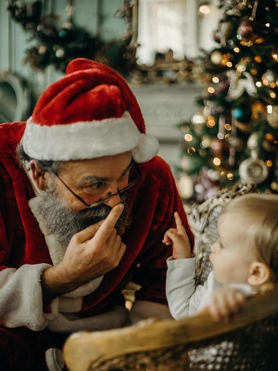 В Пскове автобус водит почти настоящий Дед Мороз
