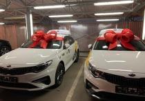 Яндекс Go вручил трем водителям такси новые автомобили