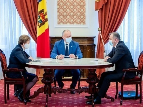 Президент Республики Молдова Игорь Додон принял участие в еженедельном совещании с председателем парламента Зинаидой Гречаный и премьер-министром Ионом Кику