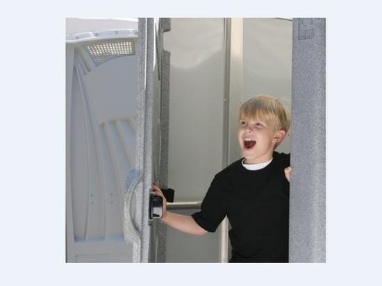 В Томске проверят данные о том, что воспитанников детсада заставляли мыть унитазы