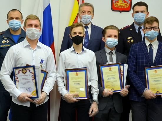 В Воронеже чествовали подростков, спасших людей в экстремальных ситуациях