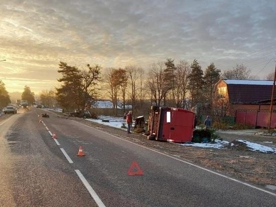 В Апшеронске 11-летний ребенок пострадал в перевернувшейся в аварии машине