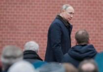 Пресс-секретарь Кремля Дмитрий Песков заявил, что президент Владимир Путин пока не может на себе опробовать разработанную вакцину от COVID-19