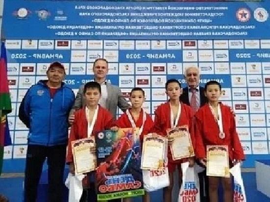 Юные самбисты Калмыкии отличились на двух турнирах