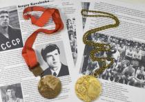 На международной торговой площадке eBay выставлена золотая олимпийская медаль советского баскетболиста Сергея Коваленко. Купить медаль, завоеванную в историческом матче СССР – США на Олимпиаде-1972, можно за 50 тысяч долларов. «МК-Спорт» расскажет об этом подробнее.