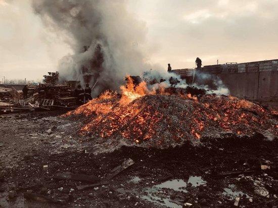 В промзоне на Трактовой в Иркутске произошёл пожар в 200 квадратов