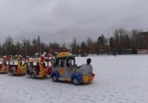 В Саратове выпал первый снег, городские службы, подбадриваемые Михаилом Исаевым, принялись чистить дороги, а градоначальник обратился к гражданам с просьбой отказаться на время от личных авто