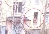 """Телеканал """"Санкт-Петербург"""" опубликовал видео с места ЧП в Колпино, где местный житель взял в заложники шестерых детей и угрожает их убить"""