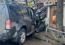 Один человек погиб и двое, в том числе 11-летний ребенок, пострадали в ДТП на северо-западе Москвы во вторник — после столкновения на перекрестке одну из машин отбросило на тротуар