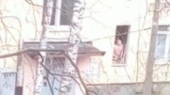 В Петербурге пьяный отец захватил в заложники детей: кадры с места